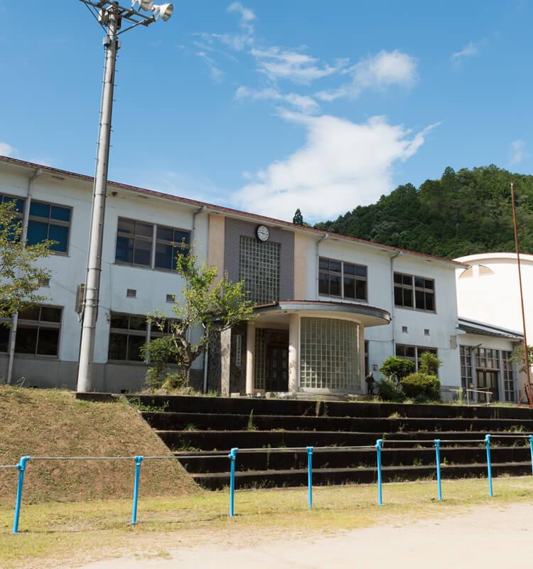 旧小学校にある